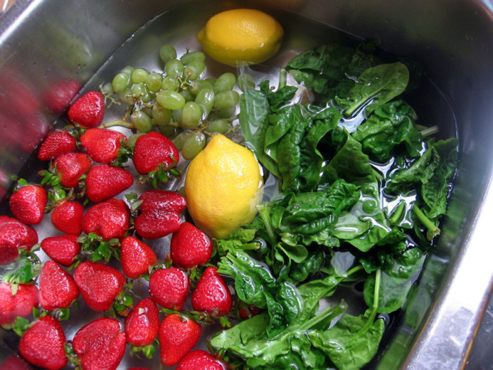 Here-Is-How-To-Easily-Remove-Pesticides-From-Your-Fruits-And-Vegetables