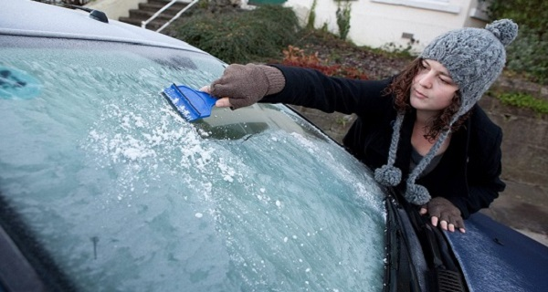 Instantly-Defrost-Your-Car-Windows-In-The-Winter1