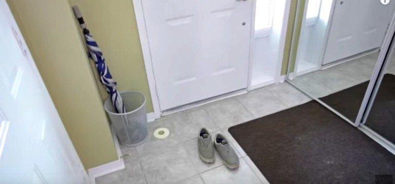 ShoesAtDoorForCleanerHouse-780x364