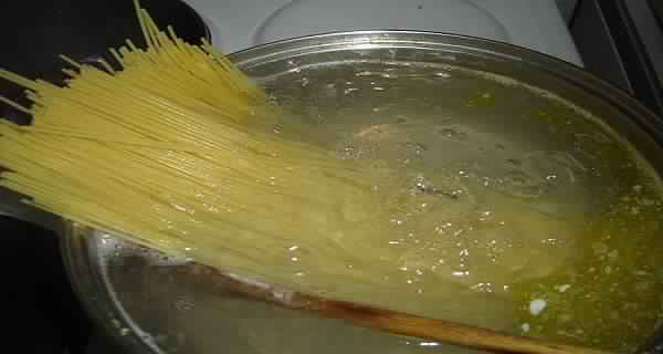 Unbelievably-We-Boil-Spaghetti-In-a-Wrong-Way-Our-Entire-Life