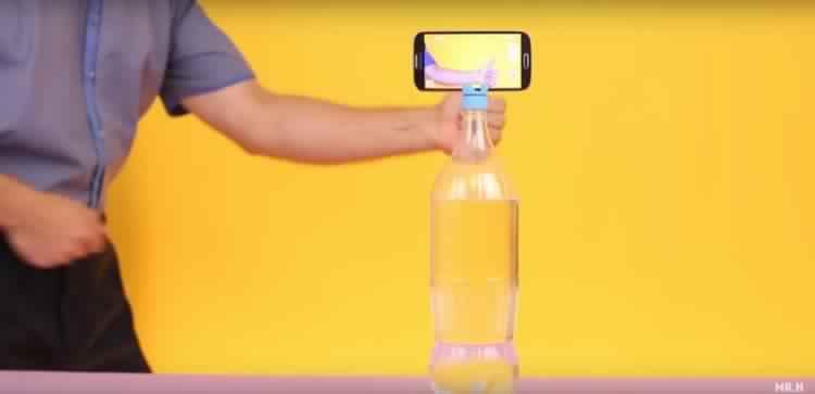 plastic-phone-stand