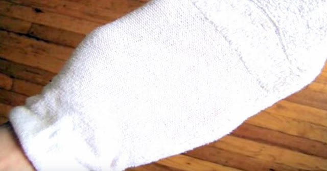 sock-and-vinegar-cleaning