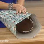 Elle vous montre une excellente astuce pour emballer des cadeaux sans boite