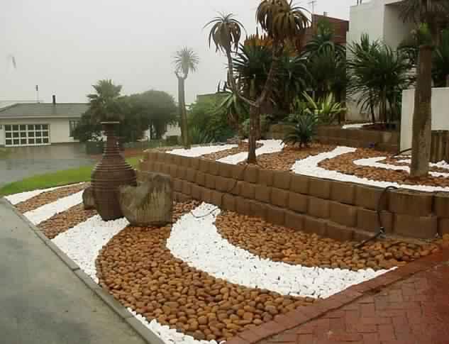 outdoor-cactus-and-succulent-gardens-cactus-rock-garden-design-3771cf90c8bb2dd1-633x485