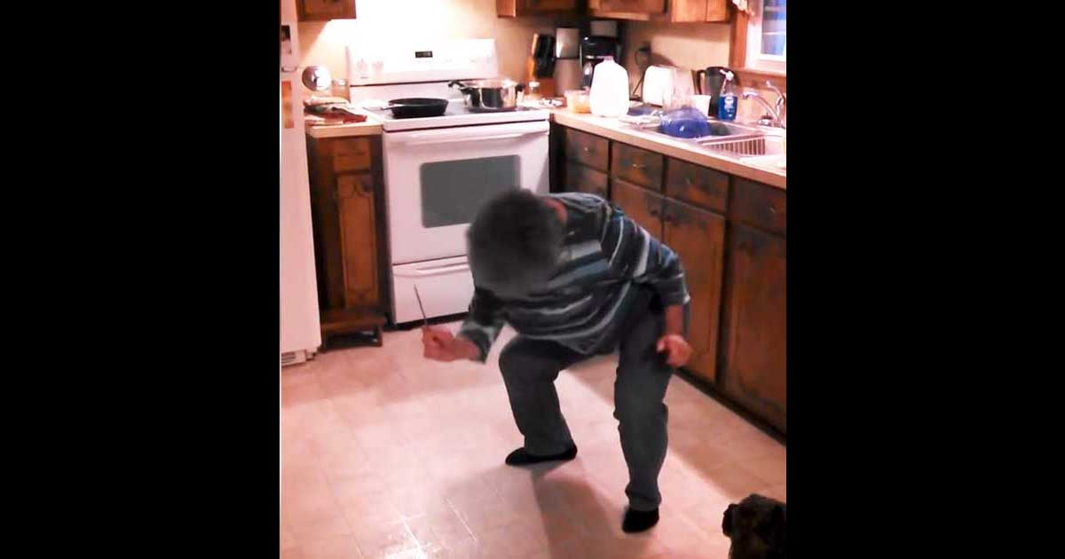 woman_dancing_while_cooking_featured