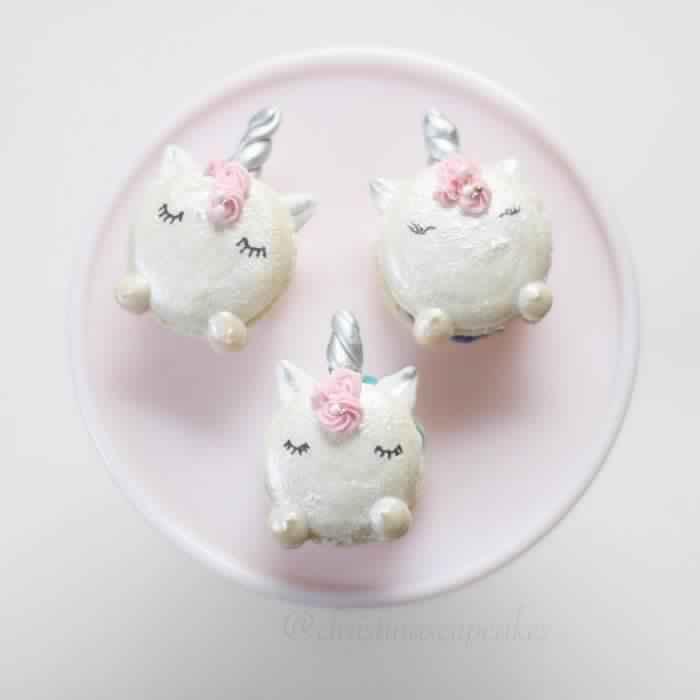cute-unicorn-macarons-13-586e474021258__700