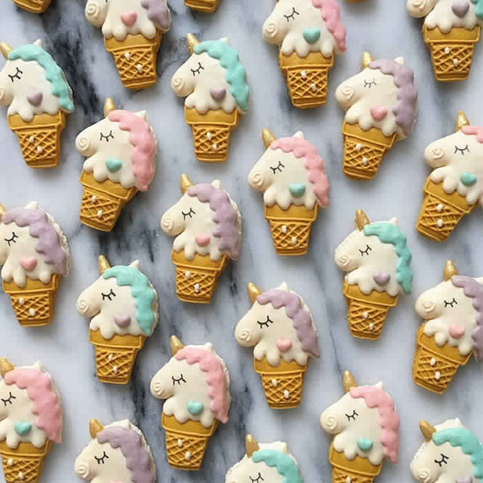 cute-unicorn-macarons-16-586e4cf81f23b__700