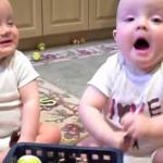 Ces adorables jumeaux imitent l'éternuement de papa. A mourir de rire!