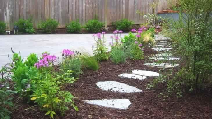 Ce jardinier vous pr sente 9 astuces naturelles pour liminer toutes les mauv - Eau bouillante mauvaises herbes ...