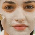Appliquez cette crème de bicarbonate de soude et de vinaigre sur votre visage. Les résultats sont incroyables!