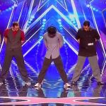 5 papas montent sur scène et épatent tout le monde avec leurs mouvements de danse incroyables