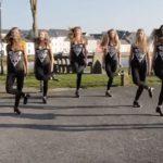 """Ces danseuses irlandaises se tiennent en face de la caméra, exécutent une étonnante danse sur """"Shape Of You"""""""