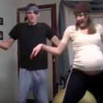 Grossesse : Enceinte de jumeaux, elle danse pour déclencher l'accouchement ! (Vidéo)
