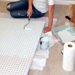 Cette experte du bricolage utilise un panneau perforé pour organiser sa maison. Voici 13 idées géniales