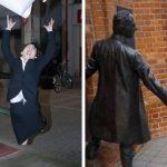 10 personnes qui ont élevé l'art de poser avec des sculptures à un autre niveau