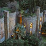 Cet architecte achète une ancienne usine de ciment abandonnée et la transforme en une maison à couper le souffle