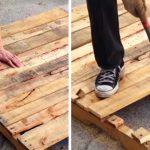 Ce papa utilise une vieille palette pour créer un joli meuble pour la maison