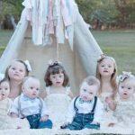 Le photographe rassemble 11 bébés trisomiques et révèle leur beauté avec cette séance photo