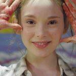 À l'âge de 8 ans, elle est déjà appelée «l'enfant génie». 7 ans plus tard, son art est à couper le souffle