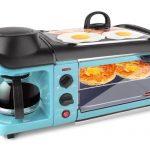 Cette station de petit-déjeuner 3-en-1 est un grille-pain, une plaque chauffante et une cafetière en un seul appareil astucieux