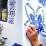 Une grand-mère tchèque de 90 ans transforme un petit village en galerie d'art en peignant à la main des fleurs dans les maisons