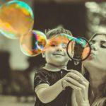 """6 signes du zodiaque qui sont la """"maman"""" de leur groupe d'amis"""
