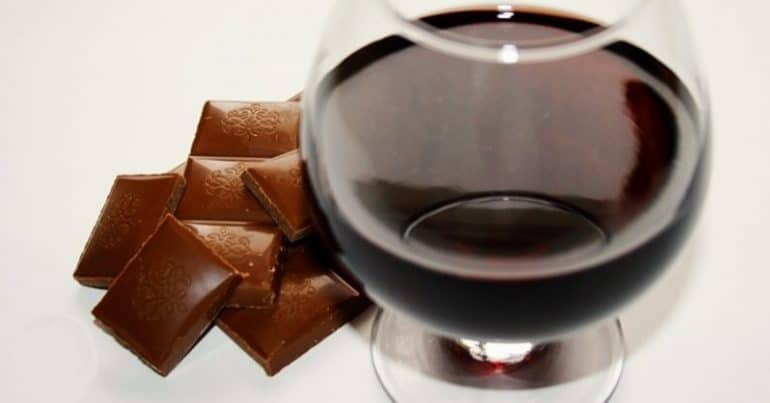 eating-chocolate-and-drinking-red-wine-could-help-prevent-aging-according-to-a-study