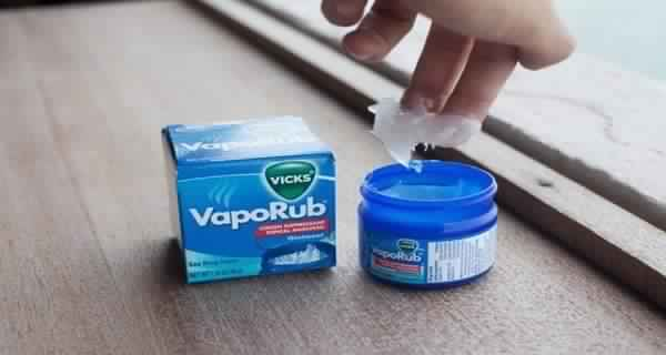 She-Buys-Vicks-Even-Though-She-Doesn't-Have-A-Cold.-How-She-Uses-It-Instead-Is-Genius