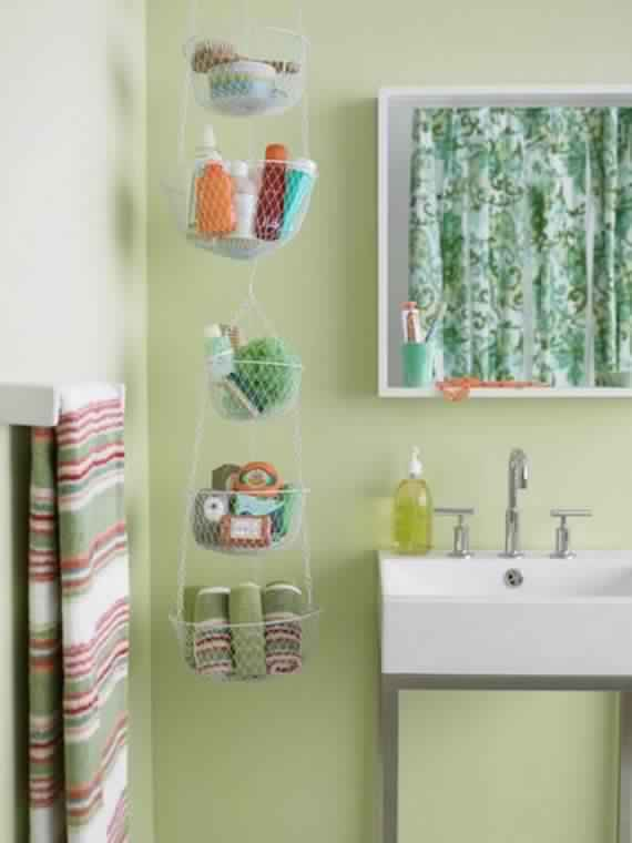 Creative-Storage-Idea-For-A-Small-Bathroom-Organization_03
