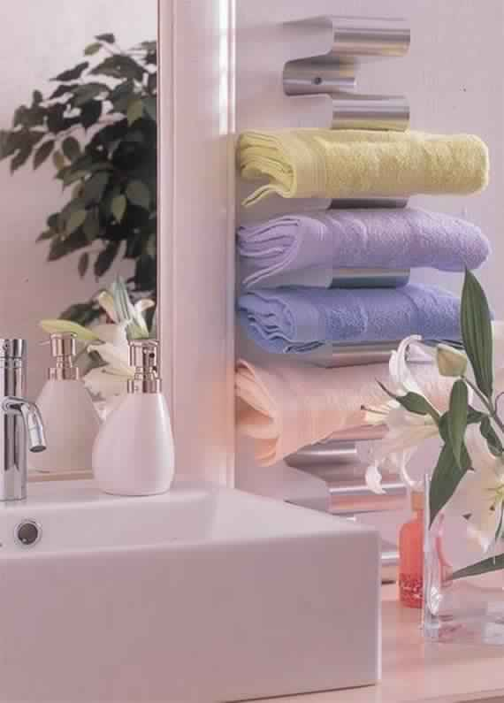 Creative-Storage-Idea-For-A-Small-Bathroom-Organization_12