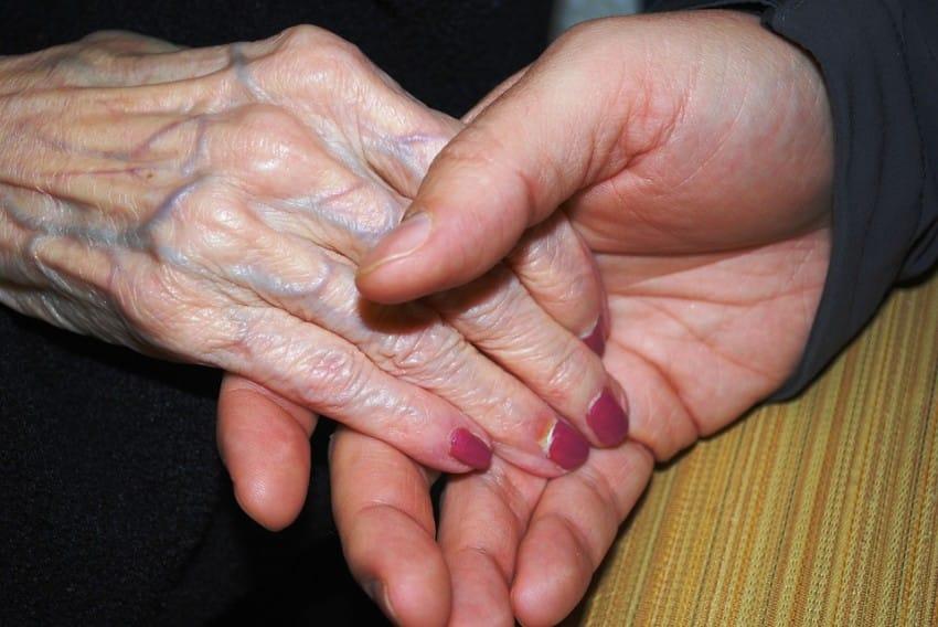 hands-578918_960_720-850x568