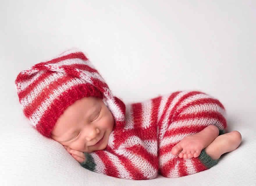 newborn-babies-christmas-photoshoot-knit-crochet-outfits-35-584ea5d0826bf__880
