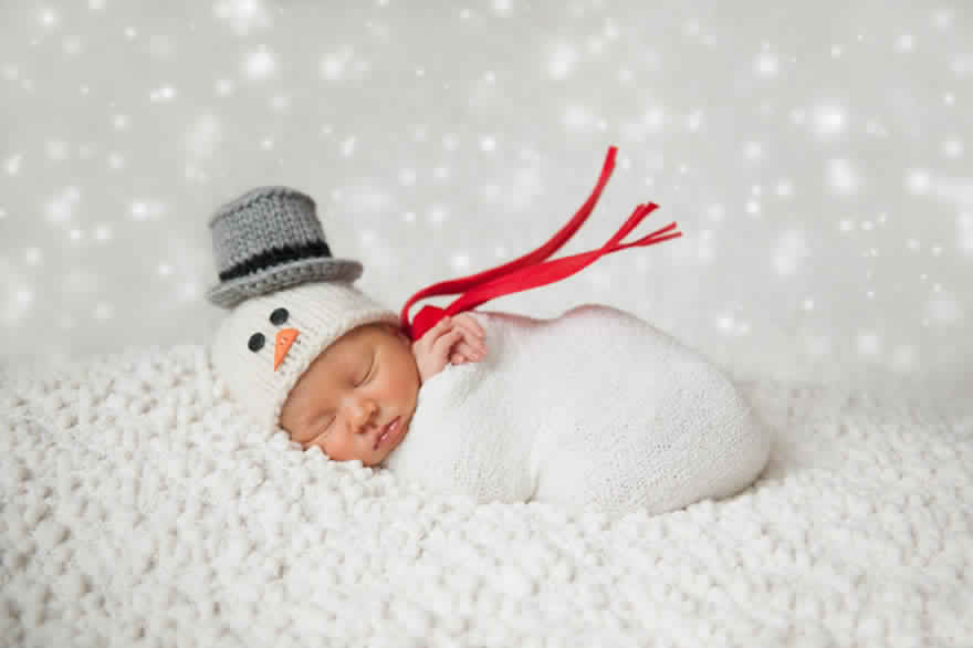 newborn-babies-christmas-photoshoot-knit-crochet-outfits-5-584ac7a386000__880