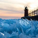 Le lac Michigan gelé brise des millions de morceaux et produit des images surréalistes