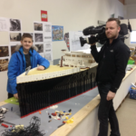 Un garçon autiste surmonte les obstacles pour construire la plus grande réplique Lego du Titanic